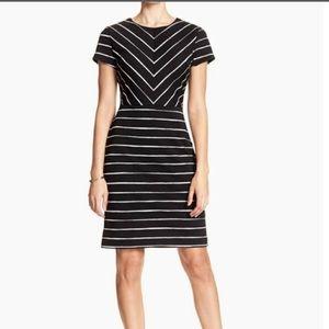 Banana Republic Black & White Striped Dress Size:2